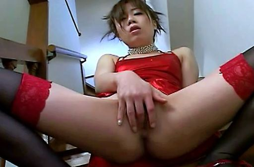 Sexy Japanese babe toy insertion!