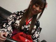 Shizuku Hasegawa plays with her perfect pussy!