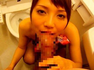 Yuuna Takizawa hot blowjob in the bathroom