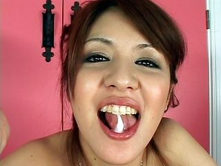 Hottie Mina Nakano gives amazing blowjob