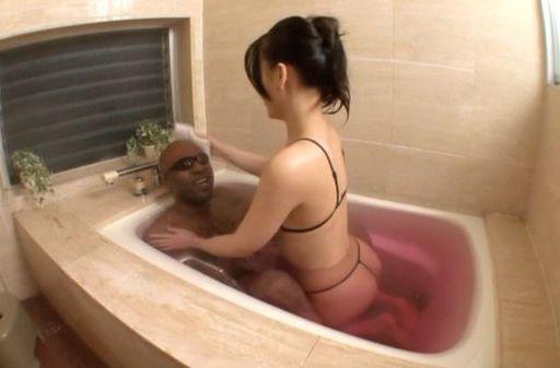 Koi Azumi gives a really hot handjob!