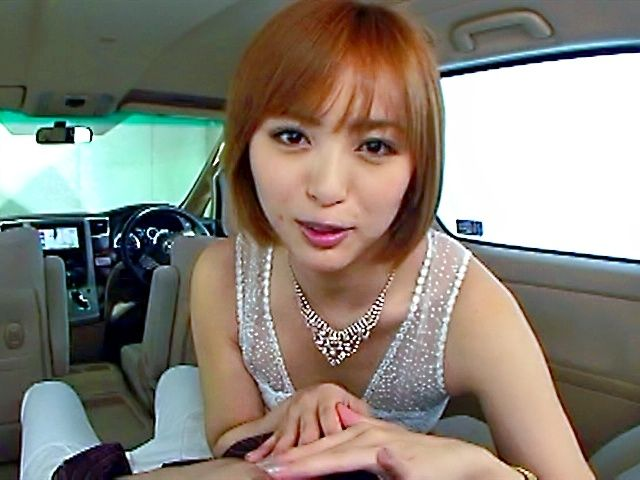 Yuna Namiki gives a stunning car blowjob