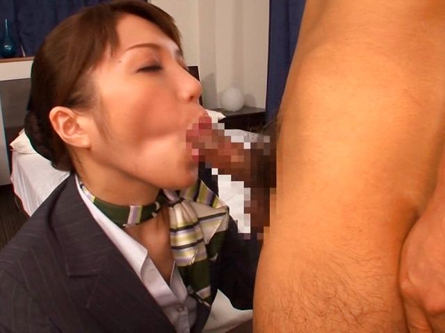 Hot Stewardess Yuuna Takizawa Sucks Three Guys Off