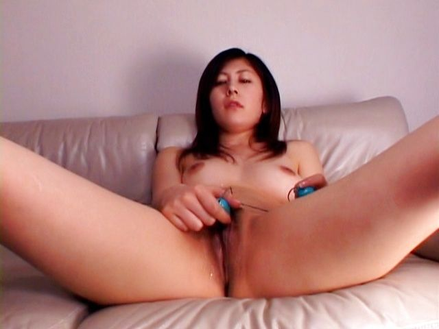 Mariko Shirashi gets a cumshot on her tits