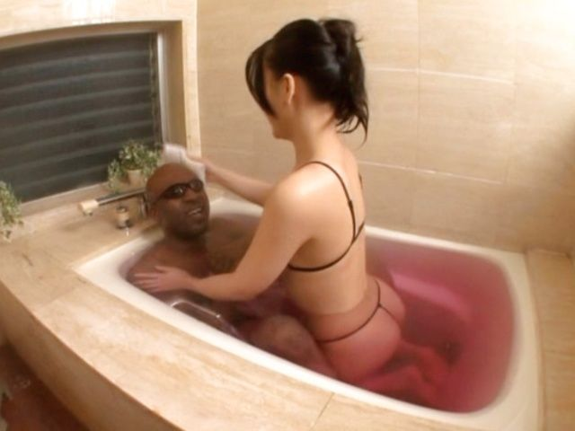Koi Azumi gives a really hot handjob!